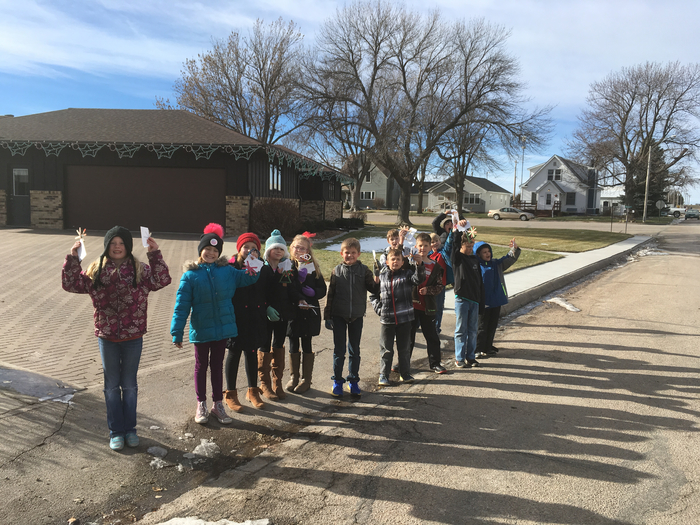 3rd graders with their ornaments for the residents!